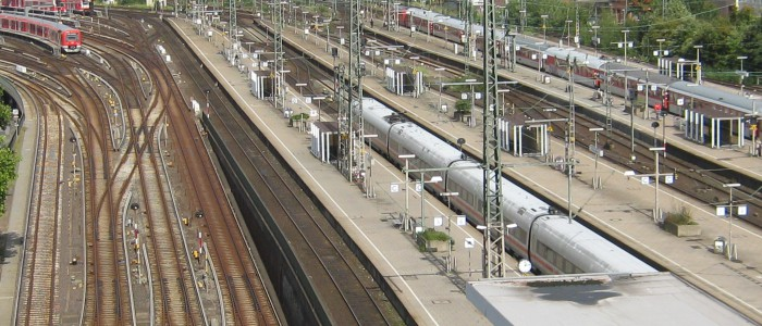 S-Bahn-Einfahrt und Fernbahnsteige